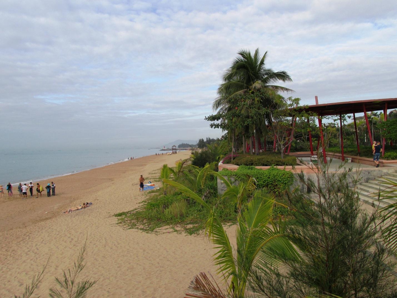 Один из пляжей острова Хайнянь