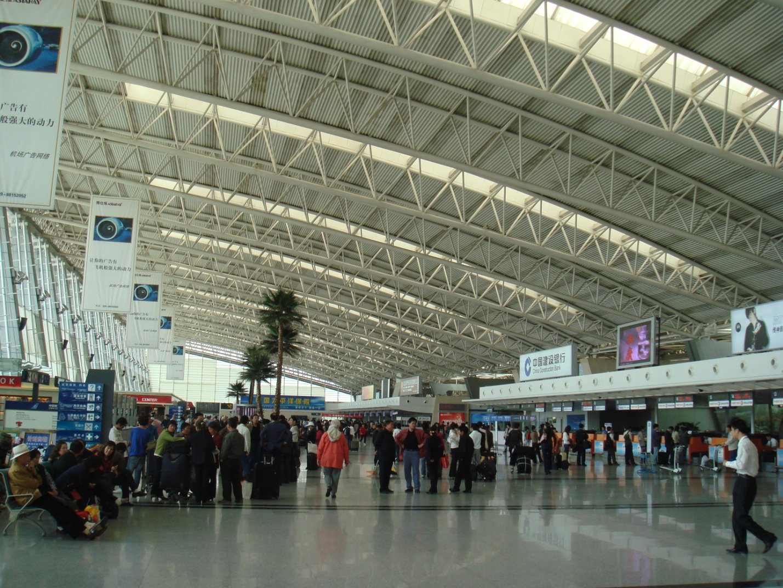 В здании аэропорта Сяньянь