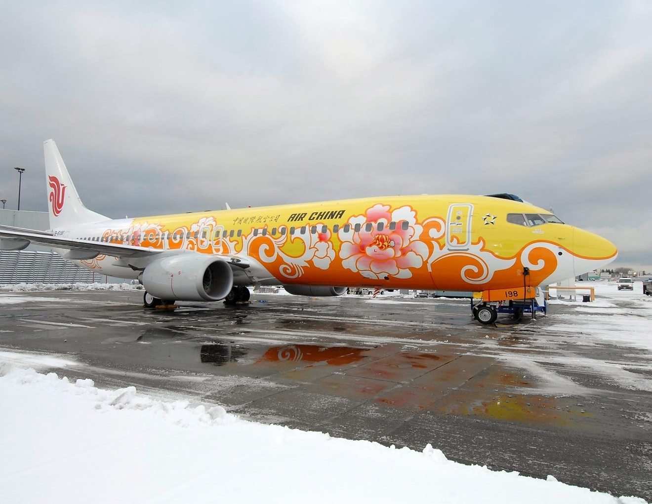 Красочный самолет компании Air China