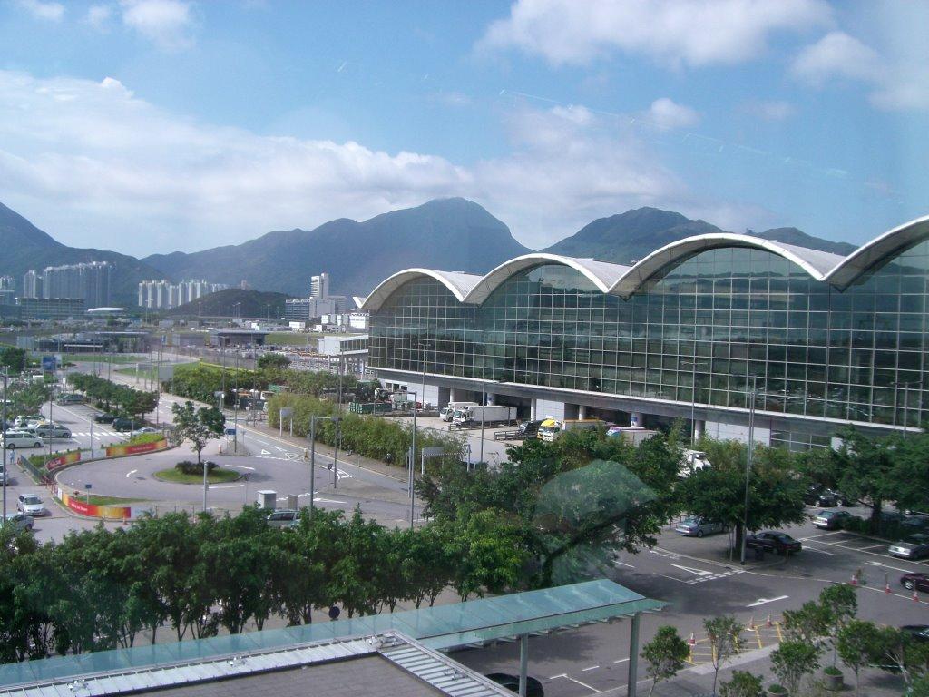Здание гонконгского аэропорта