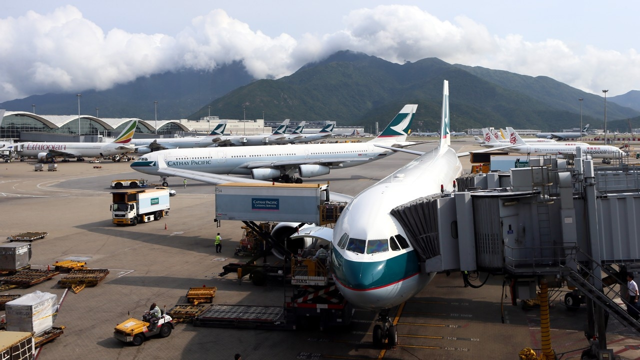 Самолеты в аэропорту Гонконга